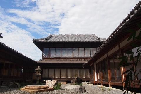 【コヤノ美術館・西脇館】母屋から見た接客用離れ