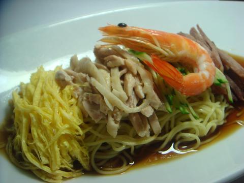 張家の夏はこれ!伝統冷麺(醤油だれ)